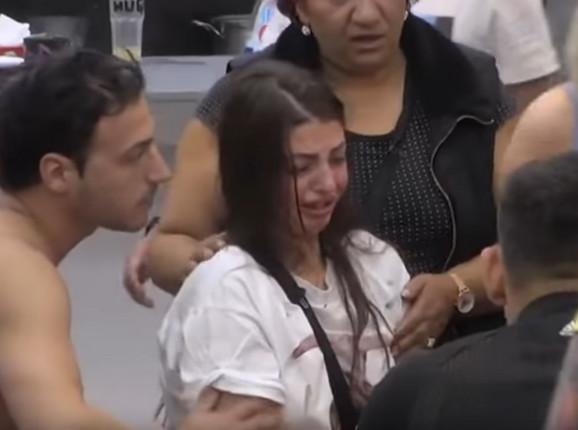 Maja uplakana nakon napada