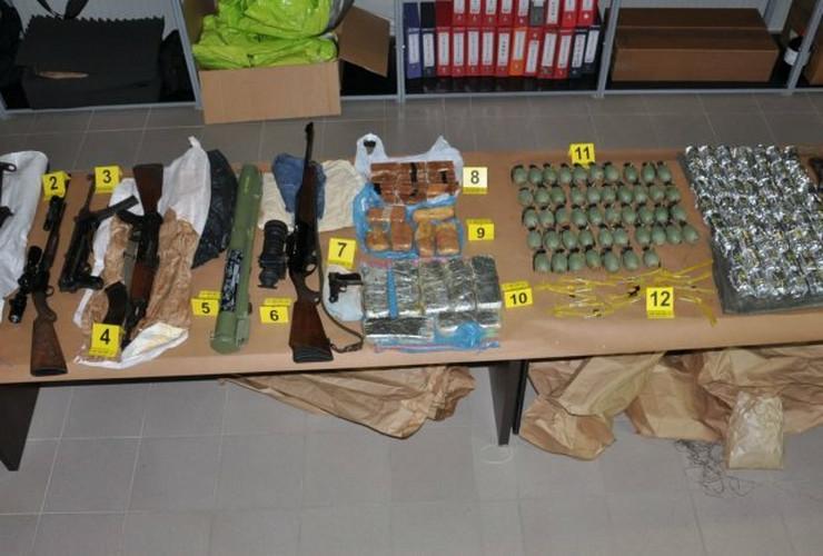 zaplenjeno-oruzje-hapsenje-apatin-sombor-foto-mup-srbije-1479287225-1036189