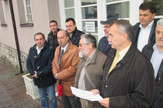 Loznica01 opozicija u loznici trazi bolje uslove za rad skup ispred zgrade gradske uprave foto s.pajic