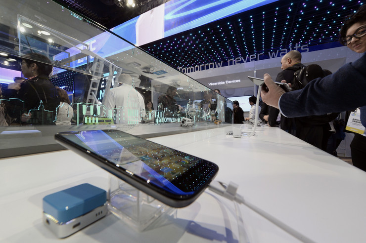 Mobilni telefon, Kina, kompanja, EPA - PAUL BUCK