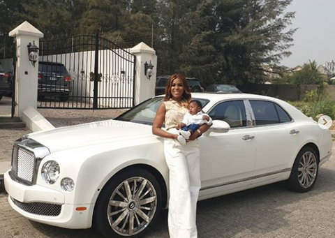 Back in 2018, Linda Ikeji got a new car for her son which was worth $310, 395 (N108M) as at that time and her sisters were the first to break the news on social media.