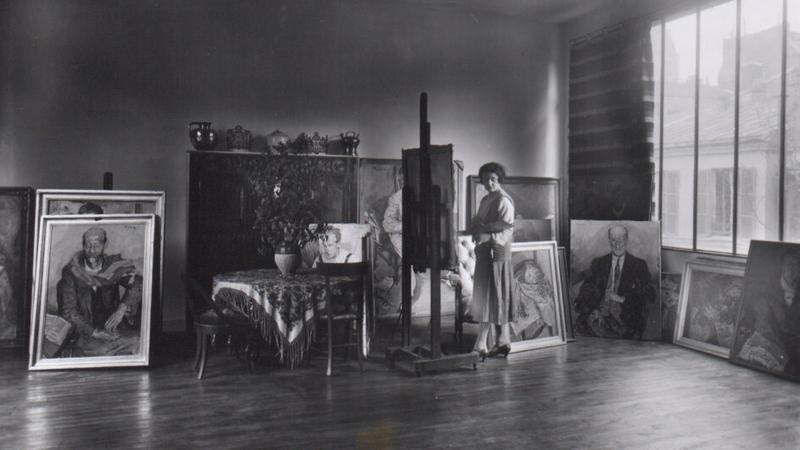W pracowni przy rue Vaugirard 114 bis, wybudowanej przez znanego architekta Auguste'a Perreta
