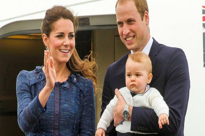 O rođendanskom portretu princa Čarlsa pričaju MILIONI: Džordž je dominirao, a svi gledaju koliko Luis liči na Kejt i IMPRESIONIRANI SU