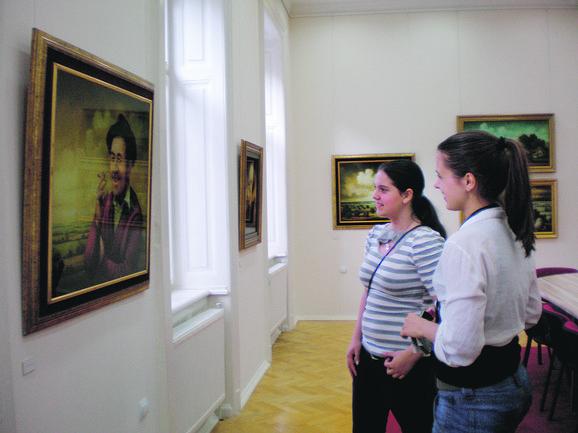 U galeriji Preparandije su slike Save Stojkova, bila je otvorena za posetioce i posećivale su je sve ekskurzije koje su dolazile u Sombor