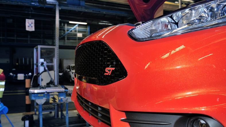 Najnowszy ford fiesta ST to dzieło ludzi z zespołu nazwanego Ford Team RS - specjaliści z tej komórki zajmują się także budowa wyczynowych aut Forda, np. do rajdów. Oto, jaką grzesznicę udało im się stworzyć z grzecznej fiesty widywanej na ulicach…