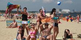 Oto lista plażowych obciachów. Wkurzają Cię?