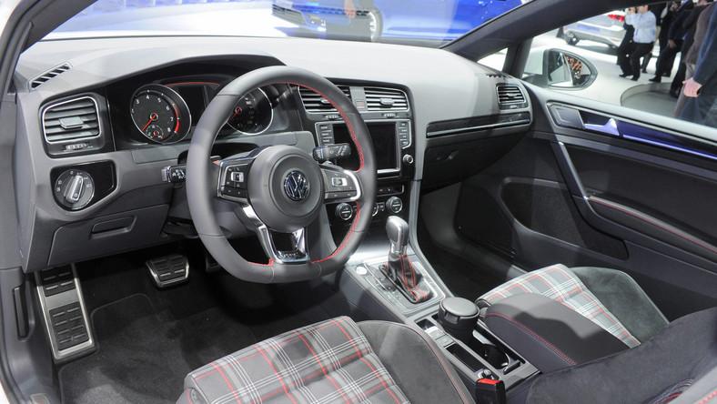 Pierwszy golf GTI pojawił się w 1976 roku. Wtedy raczej nikt nie sądził, że 37 lat później model ten będzie miał rzeszę fanów a silniki osiągną moc ponad 200 KM. Do dziś wyprodukowanych zostało około dwóch milionów egzemplarzy (bez Chin). Przez niemal cztery dekady istnienia trzy literki GTI stały synonimem szybkich aut Volkswagena - sprawiły, że gorący kompakt VW określany jest mianem kultowego. Można powiedzieć, że funkcjonuje jako niezależna marka. Oto, co kryje pod karoserią...