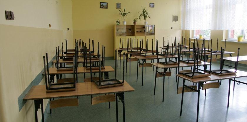 Uczniowie znikają ze szkół. Wracają jako obcy