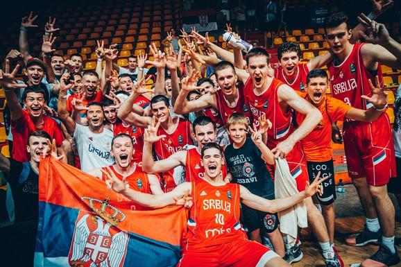 Slavlje sa navijačima u Bratislavi
