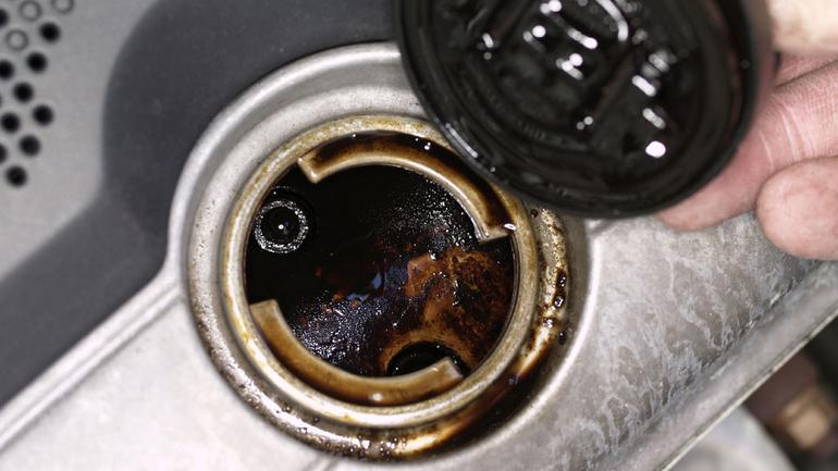 Jaki olej do samochodu sportowego?