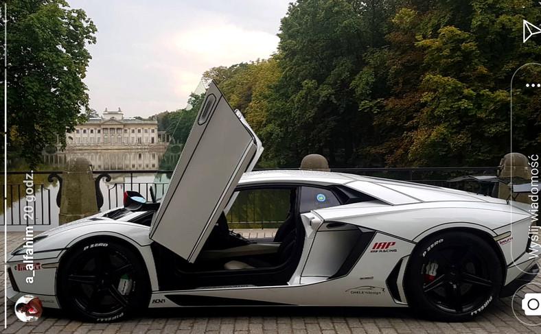 Słynne Lamborghini na tle Łazienek Królewskich