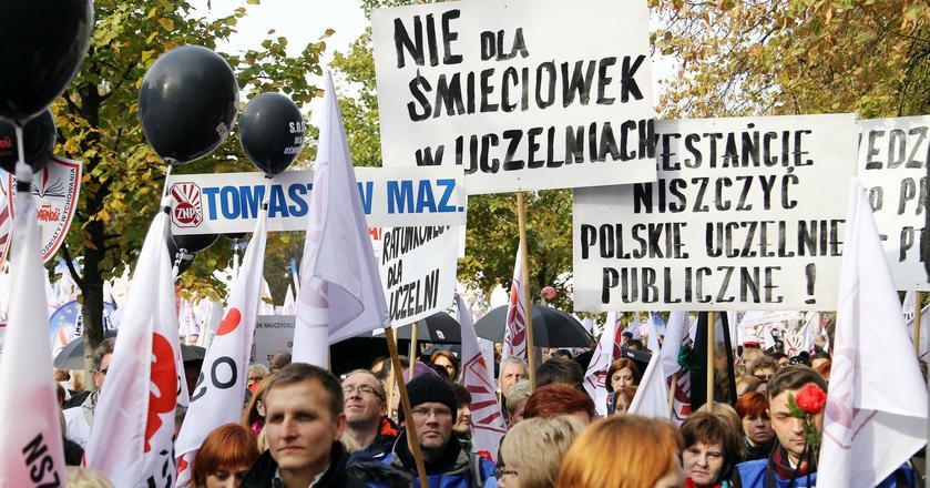 Warszawa Demonstracja nauczycieli pod URM