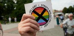 """Polskie miasta straciły pieniądze z UE. To kara za """"strefy wolne od LGBT"""""""