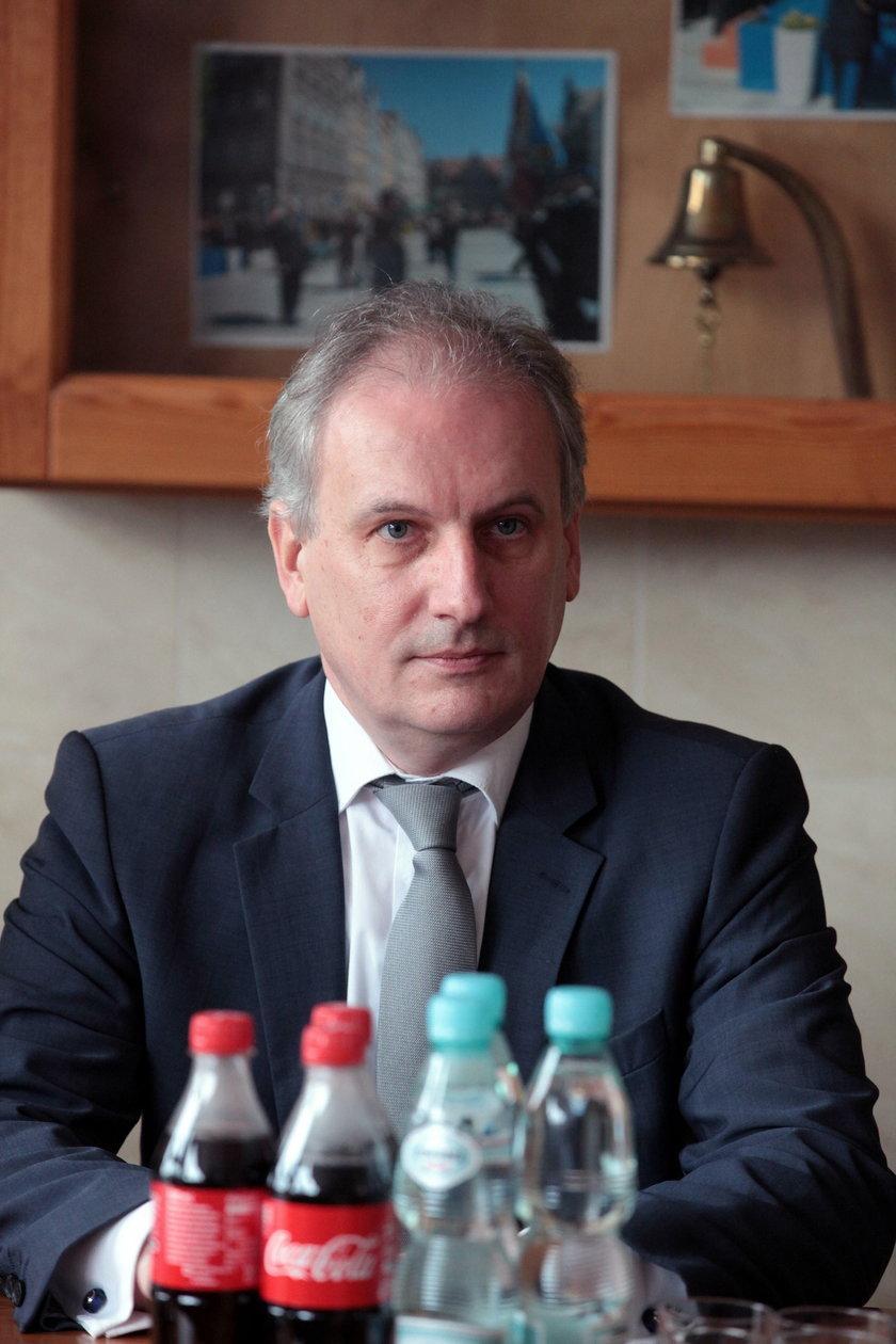 Wojewoda pomorski Dariusz Drelich ogłosił żałobę dopiero po interwencji ministra Brudzińskiego