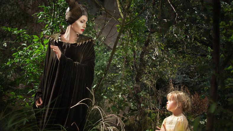 """Angelina Jolie z córką Vivienne Jolie-Pitt w scenie z filmu """"Czarownica"""""""