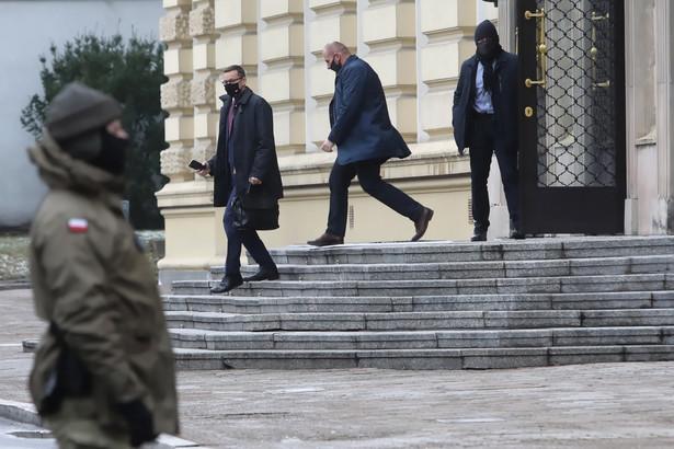 Premier Mateusz Morawiecki po spotkaniu w KPRM