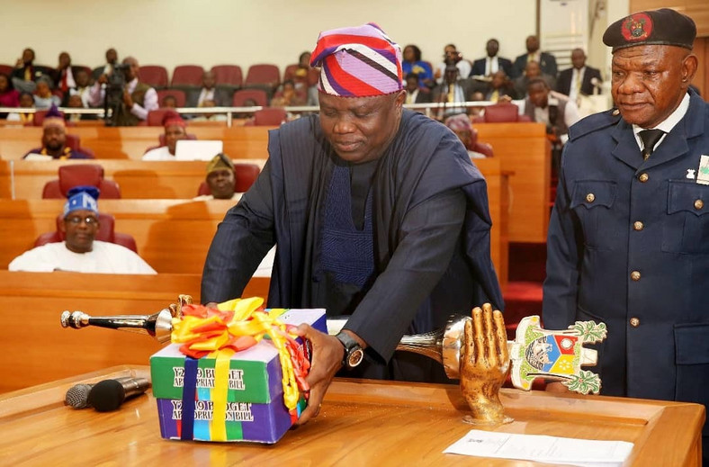 Lagos State governor, Akinwunmi Ambode, presents 2019 budget to the state's House of Assembly [Twitter/@AkinwunmiAmbode]