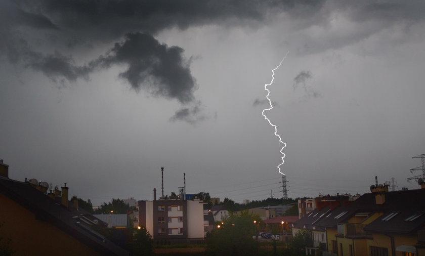 IMGW ostrzega przed burzami. Mogą pojawić się podtopienia