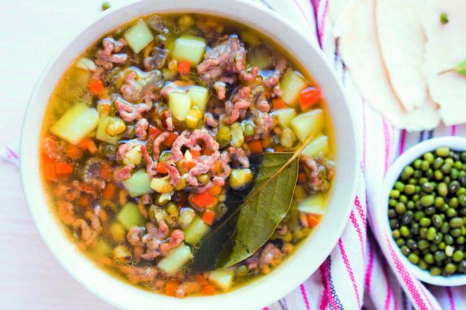 Čorba s mlevenim mesom, bogat obrok u činiji