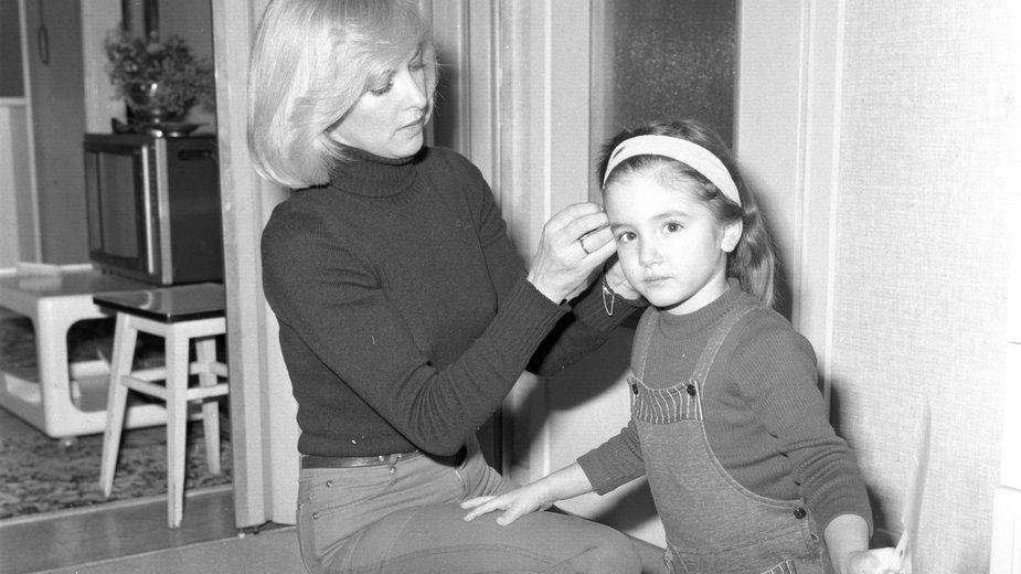 Aktorka Barbara Brylska z córką Barbarą Kosmal w swoim mieszkaniu na Sadybie
