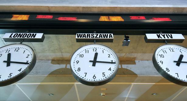 Zegary na warszwskiej giełdzie.