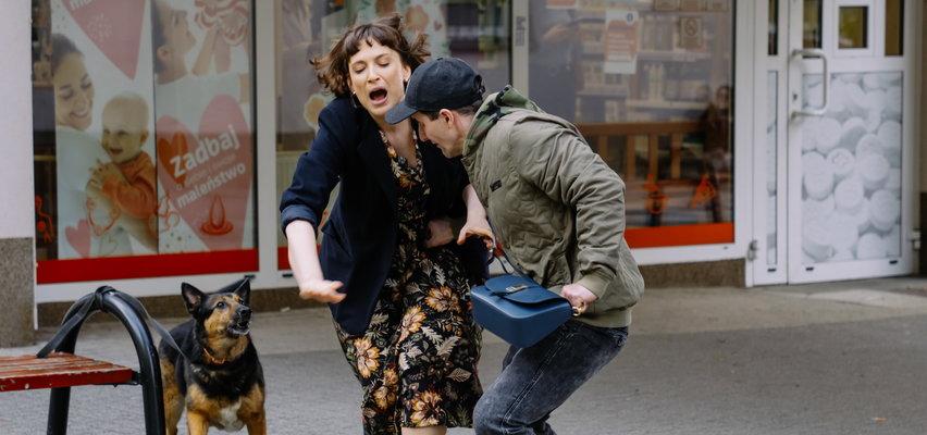 """""""Na Wspólnej"""". Odc. 3314. Joanna zostanie napadnięta i pobita. W szpitalu okaże się, że jest w ciąży?"""