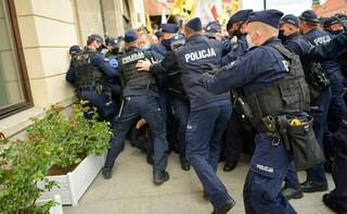 Kamiński: Kary za znieważenie policjantów są zbyt małe. Będziemy je zwiększać