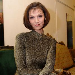 """Olga Bończyk kończy 50 lat. Jak zmieniała się doktor Edyta z """"Na dobre i na złe""""?"""