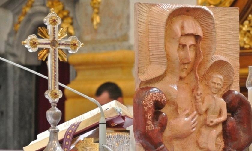 Płaskorzeźba Matki Boskiej.