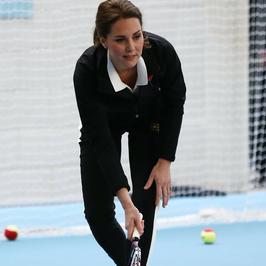Ciężarna księżna Kate Middleton w dresie. Widać krągłości?