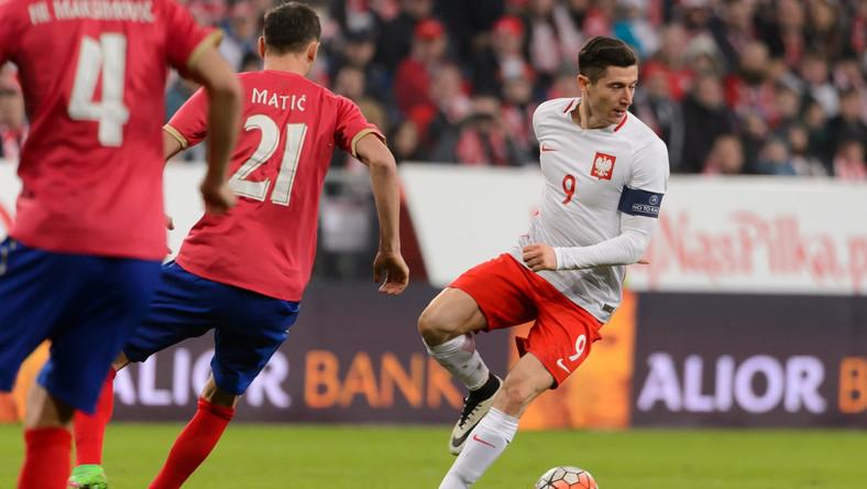 Robert Lewandowski (P), podczas piłkarskiego meczu towarzyskiego Polska - Serbia