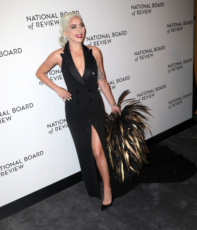 Ledi Gaga na crvenom tepihu