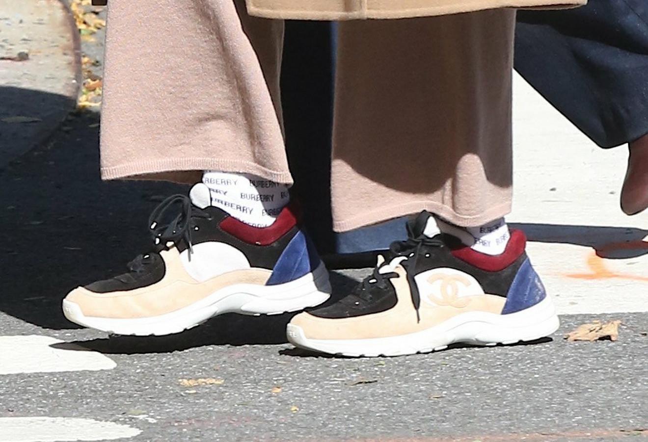 Pogledajte njene patike i čarape