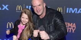 Tomasz Oświeciński uczy 11-letnią córkę, jak się bić