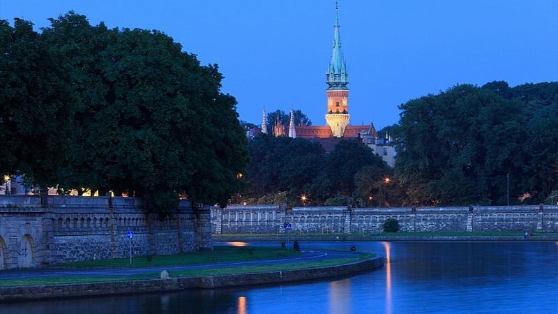 Kraków, Wisła między Kazimierzem a Podgórzem (w tle kościół św. Józefa przy Rynku Podgórskim)