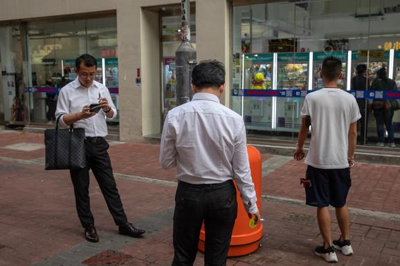 Ljudi se klone ulice pa supermarketi više zarađuju