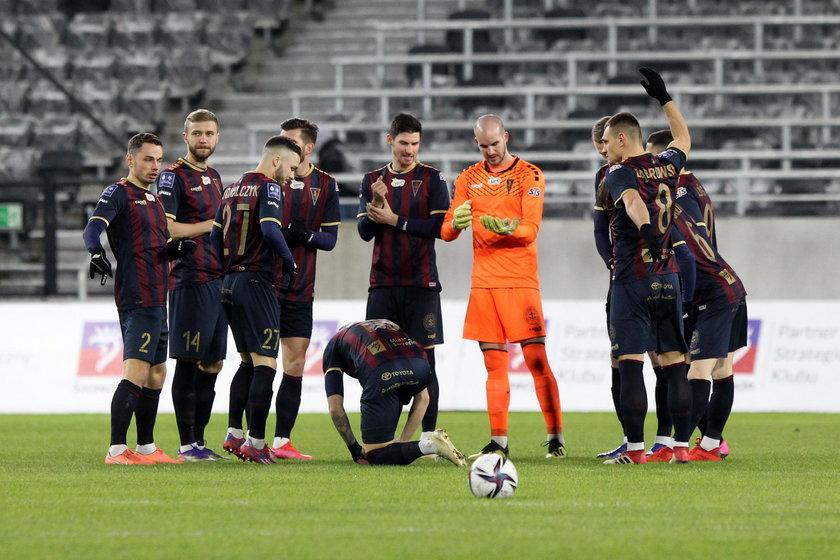 Piłkarze Pogoni prowadzeni przez Kostę Runjaica (50 l.) grają bardzo dobrze i zajmują drugie miejsce w ligowej tabeli