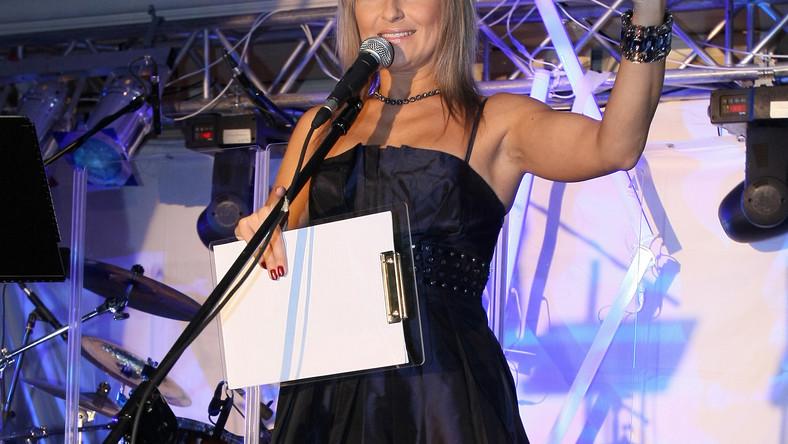 Katarzyna Skrzynecka ćwiczy mięśnie rąk