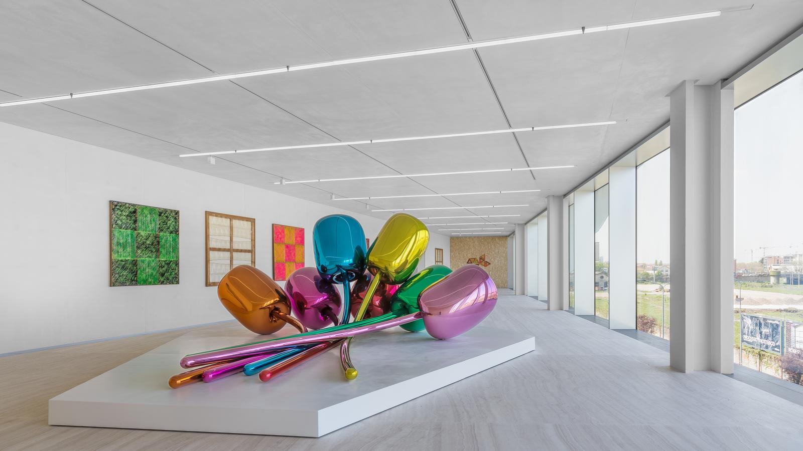Przepych spotyka awangardę, czyli Fendi, Prada i Kering inwestują w sztukę