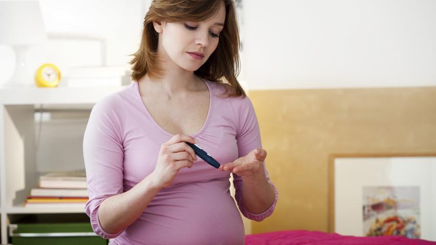 szülés terhességi cukorbetegséggel és terhességi magas vérnyomással)
