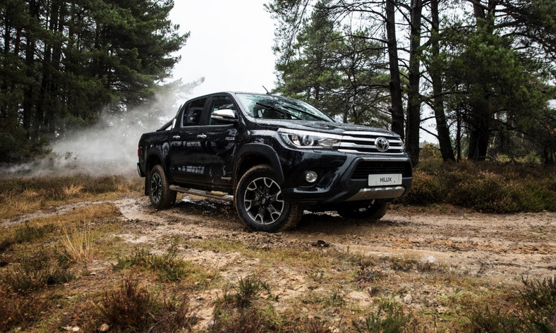 Toyota Hilux Invincible 50 Chrome Edition