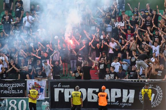 Grobari na meču FK Inđija - FK Partizan
