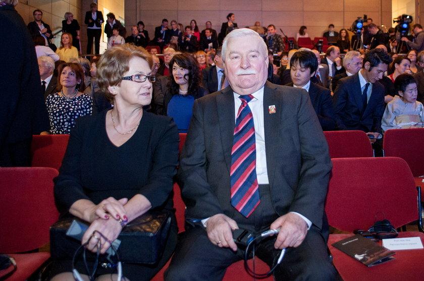"""Danuta Wałęsa znowu skarży się na męża. """"Żyjemy osobno, ja sobie, on sobie"""""""