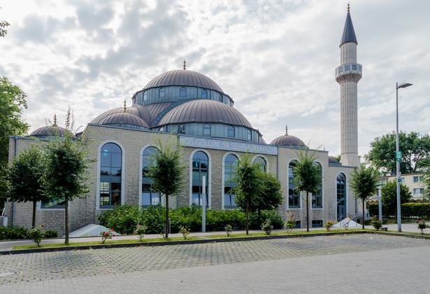 Darmanin po raz pierwszy zapowiedział kontrolę kilkudziesięciu meczetów w grudniu 2020 r.