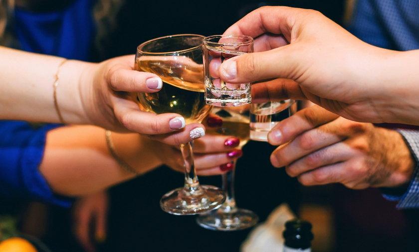 Każda ilość alkoholu zwiększa ryzyko raka