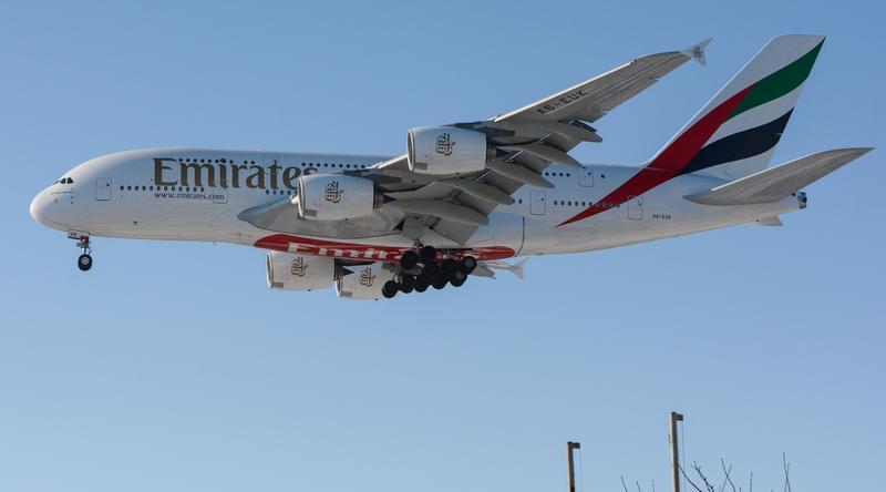 Airbus A380 linii Emirates przyleciał z pasażerami z Dubaju, by uczcić czwartą rocznicę bezpośrednich lotów z Polski do Zjednoczonych Emiratów Arabskich