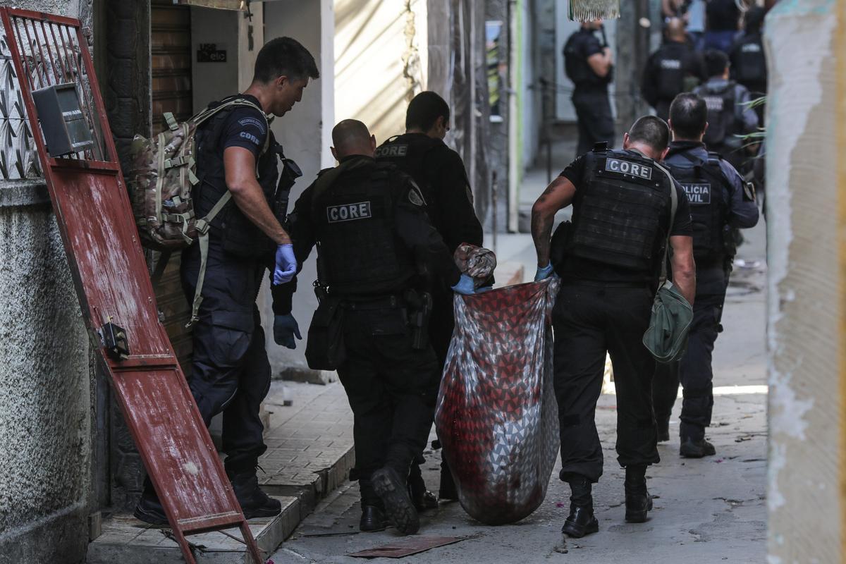 Az elmúlt évek legvéresebb rendőri akcióját tartották Rióban: 200 fegyveres rohanta le a városrészt – fotók, videók