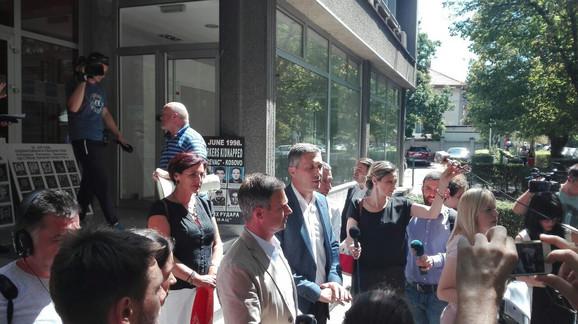 Obraćanje medijima po napuštanju sastanka: Obradović i Aleksić