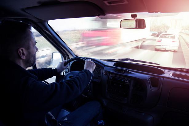 Nieco inaczej jest w sytuacji, gdy drogomierz już nie wyświetla żadnych danych