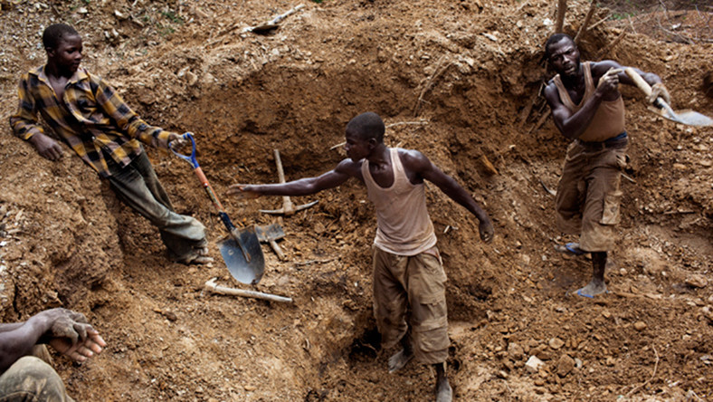 Small-scale Gold Mining activities going on in Zamfara (Daily Post)
